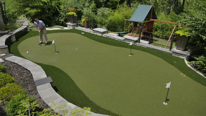 Artificial turf putting green with Envirofill