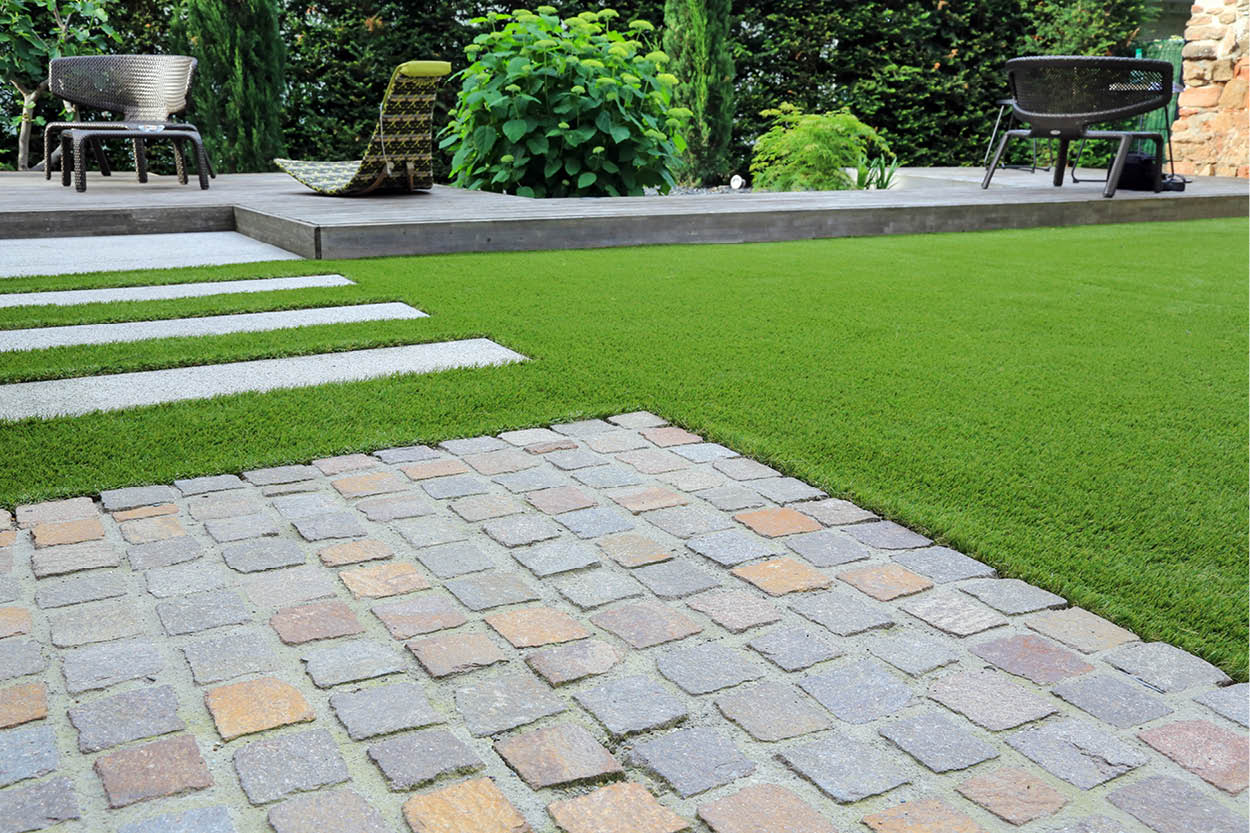 5 Things That Make Artificial Turf Yards a Summer Favorite