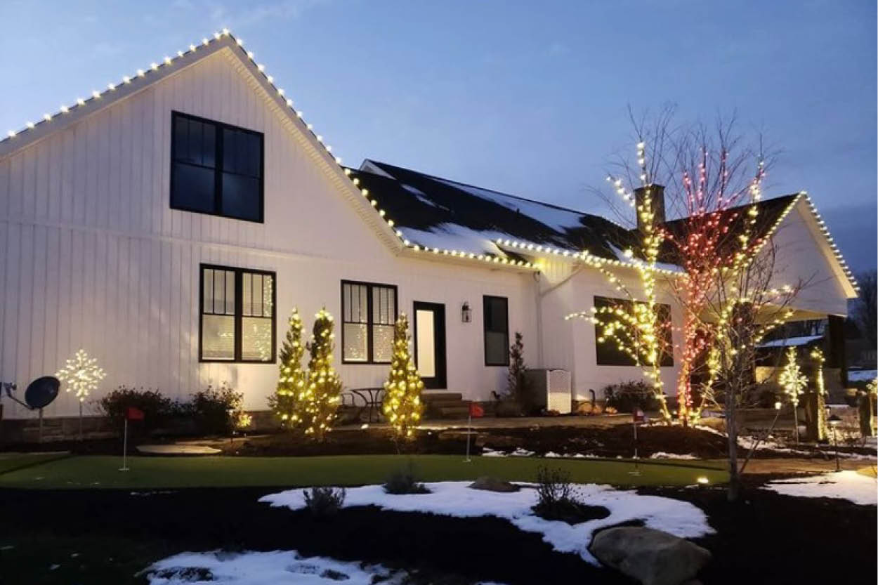 The Dos and Don'ts of Decorating Your Artificial Turf For The Holidays